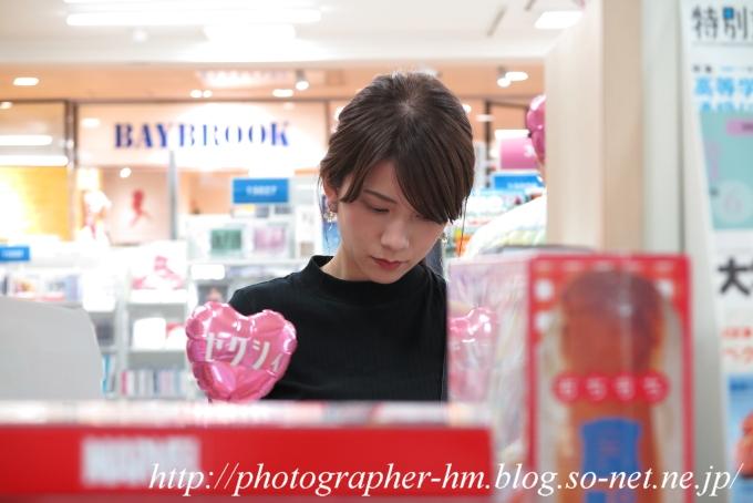 20180609_うつむいた女性_01.jpg